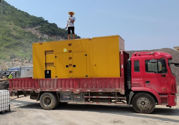 玉柴低噪音800kw发电机组
